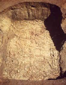 mound72femaleburialpit